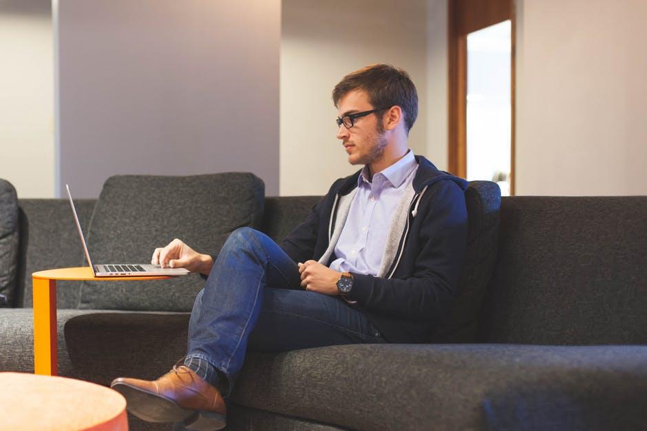 Dậy sớm, đọc sách, nghe TED… là các thói quen bạn có thể áp dụng ngay để cải thiện cuộc sống của mình