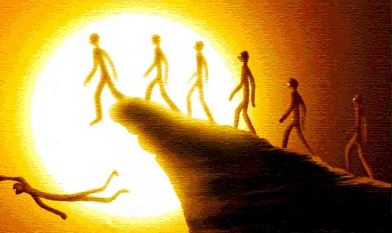 LỰA CHỌN CUỘC SỐNG: BẠN LÀ NGƯỜI CÓ CHÍNH KIẾN HAY MÃI CHẠY THEO ĐÁM ĐÔNG?