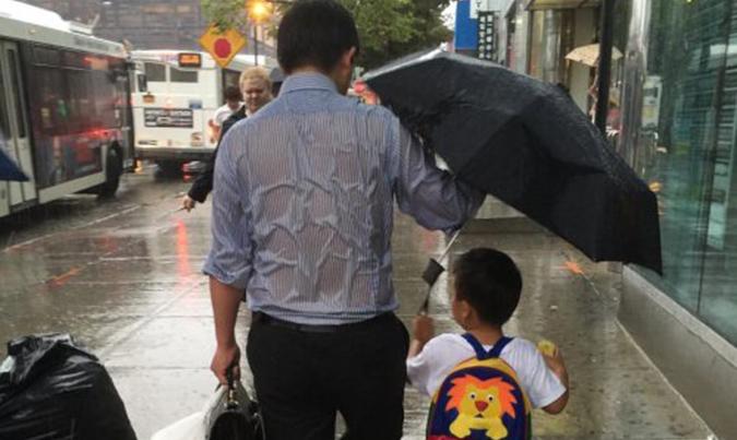 Bước qua tuổi 30: Đàn ông không còn quyền nghèo khó, phía trước là bầu trời, nhưng sau lưng là cả gia đình, là cha mẹ, là vợ, là con