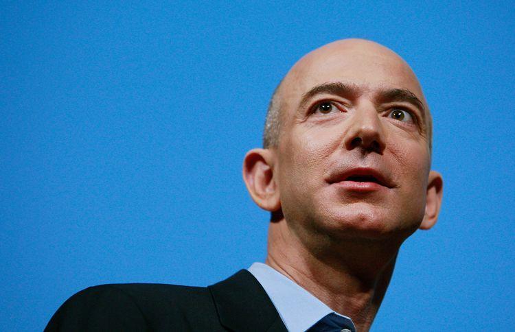 Tỷ phú Jeff Bezos: Từ gã bán sách tới ngôi vị người giàu nhất hành tinh