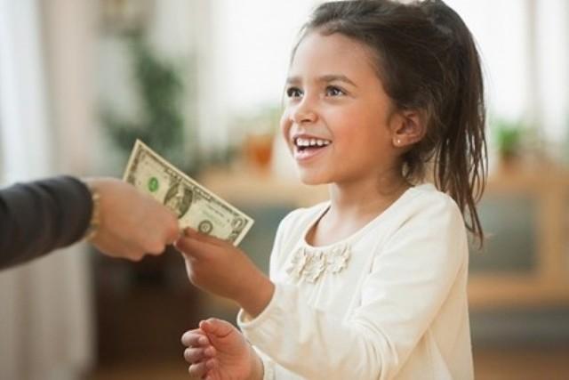 Cha mẹ có nên cho con tiêu tiền?