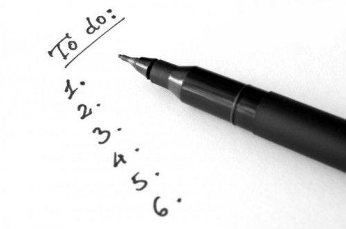 cách quản lý thời gian hiệu quả bằng cách viết xuống những công việc quan trọng cần làm trong ngày