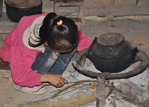 Cuộc sống, ước mơ của chị em Huyền sẽ đi về đâu giữa cái đói cái nghèo vùng sơn cước này