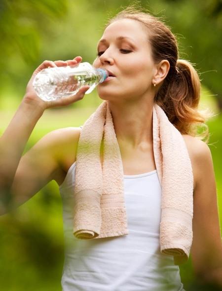 Cách suy nghĩ tích cực: Uống nhiều nước mỗi ngày