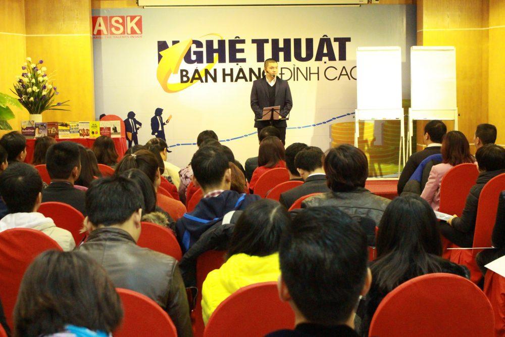 Diễn giả Phạm Ngọc Anh trong khóa học nghệ thuật bán hàng đỉnh cao