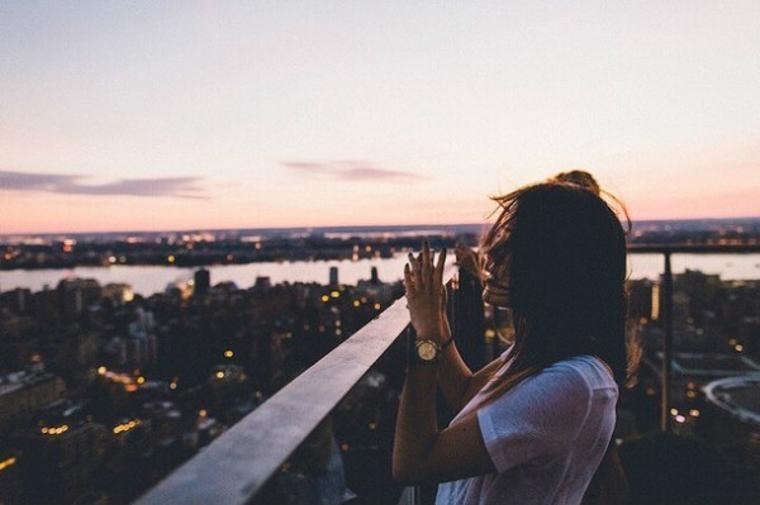 """""""Bi kịch cuộc đời chính là ta sống chỉ để cho người khác xem và rồi ngồi xem người khác sống"""" – còn sống trên đời này, muốn yên ổn, bạn phải diễn"""