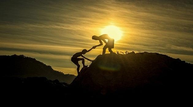 Khi một người sống hết mình vì người khác, thì điều đó đồng nghĩa với việc người ấy đang quên đi chính bản thân mình