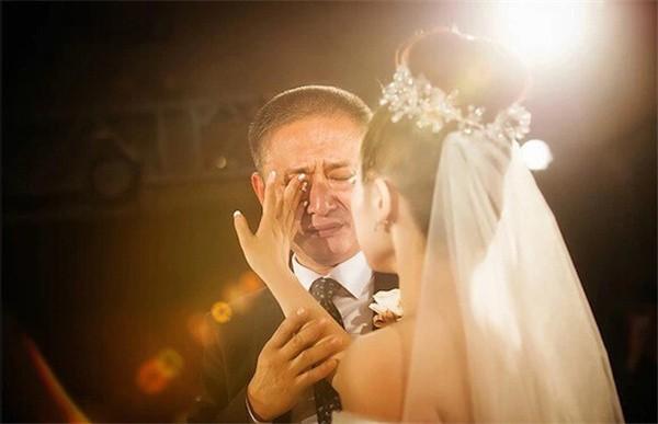 """Tâm thư bố gửi con gái: """"Bố không muốn con lấy chồng nghèo, tiền không có không sao nhưng chỉ sợ nghèo tư tưởng"""""""