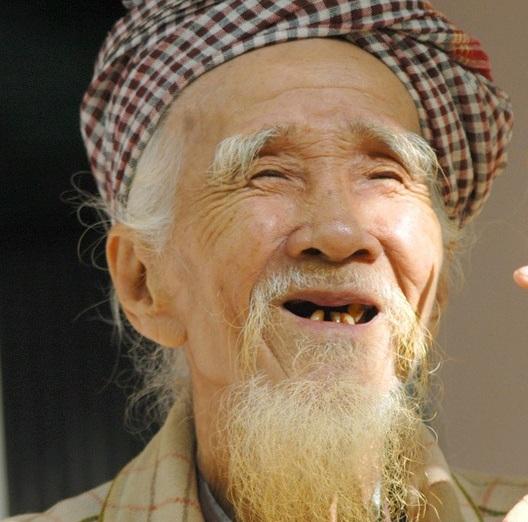Ông tôi kể chuyện rất hay (P.1): Bất kể xã hội thế nào vẫn phải sống thật thà, đó mới là khôn ngoan thực sự