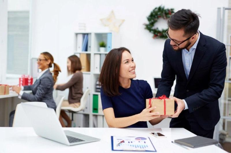 5 cách giúp bạn thể hiện lòng biết ơn với sếp và đồng nghiệp tự nhiên nhất