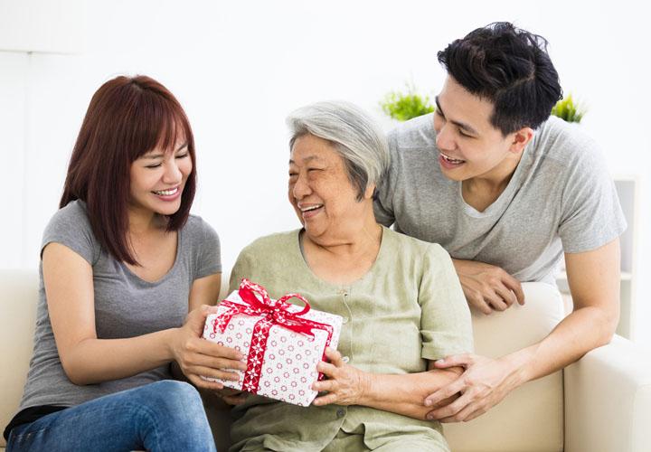 Những cách thể hiện tình yêu thương và lòng biết ơn với bố mẹ