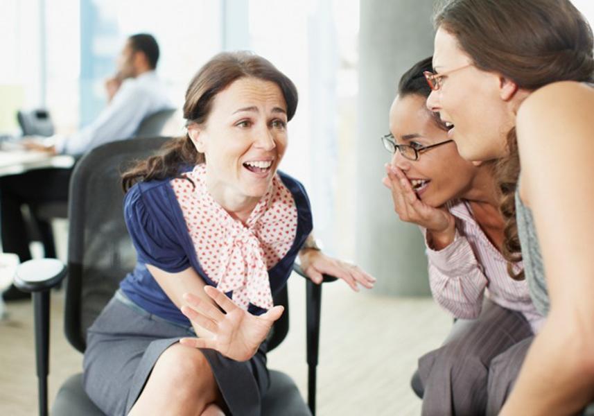 Bí quyết xử lý khôn ngoan những lời bàn tán nói xấu từ cấp dưới