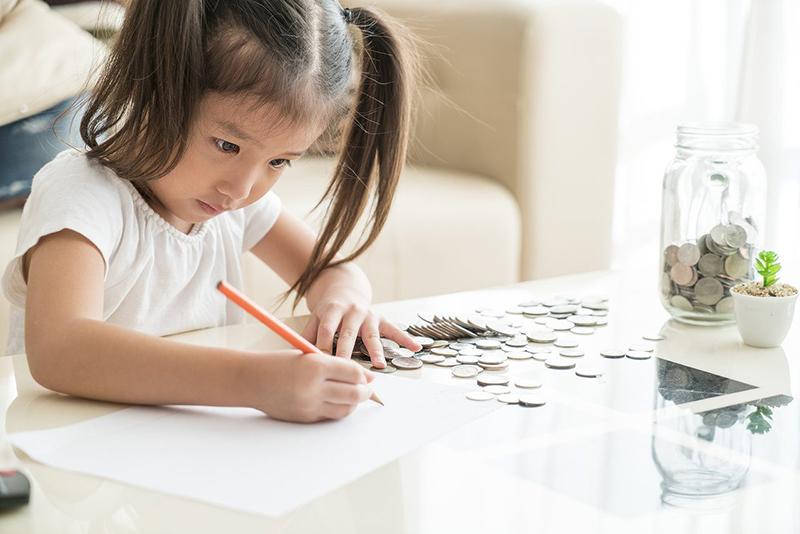 Cha mẹ thông thái không chỉ dạy con lễ độ mà còn trau dồi cho cho con kỹ năng sống: Dạy trẻ chuyện tiền bạc không bao giờ là quá sớm